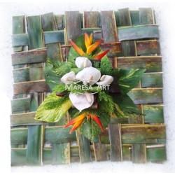 Palme tissée en forme carrée (Mousse + feuillage + fleurs)
