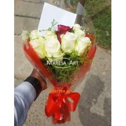 09 white roses 01 red