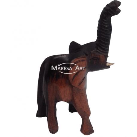 Eléphant en bois sculpté