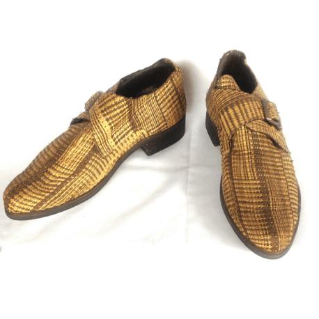 Chaussure en paille tissée