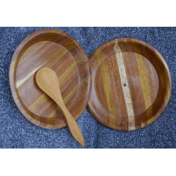 2 wooden plates